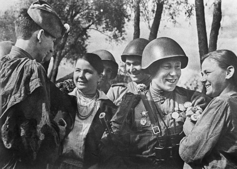 Сумчане встречают освободителей. 1943 г.