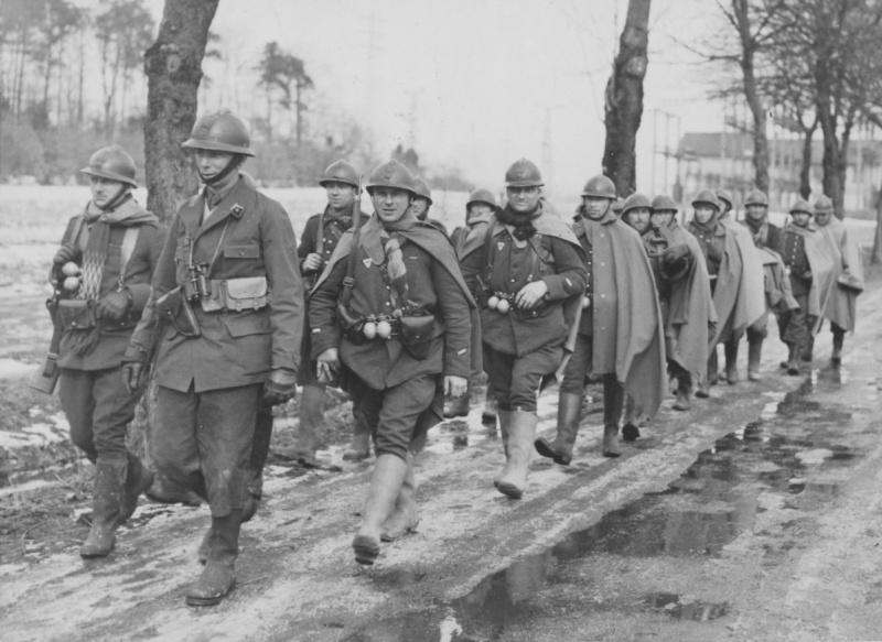 Группа французских солдат на Западном фронте. Ноябрь 1939 г.
