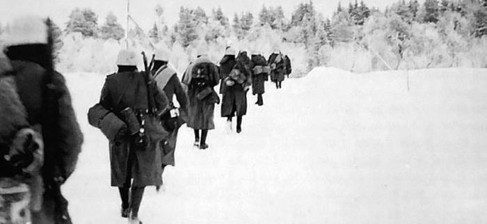Группа немецких солдат уходит на передовую. Январь 1942 г.