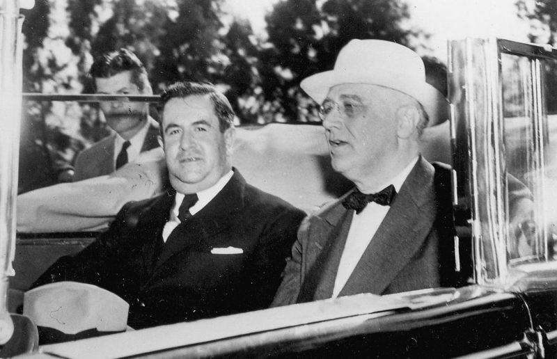 Президент США Франклин Д. Рузвельт и президент Мексики Мануэль Авила Камачо во время визита в Монтеррей. 20 апреля 1943 г.