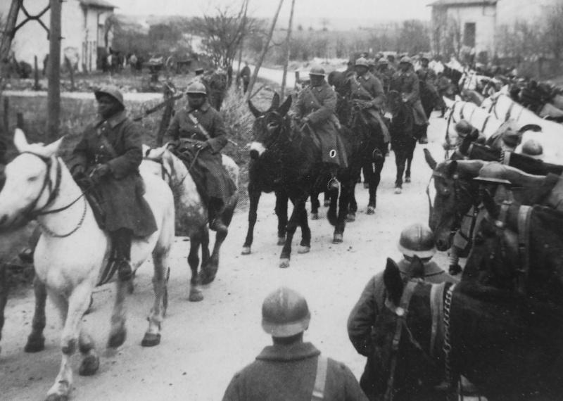 Кавалеристы из колониального подразделения французской армии. 1939 г.