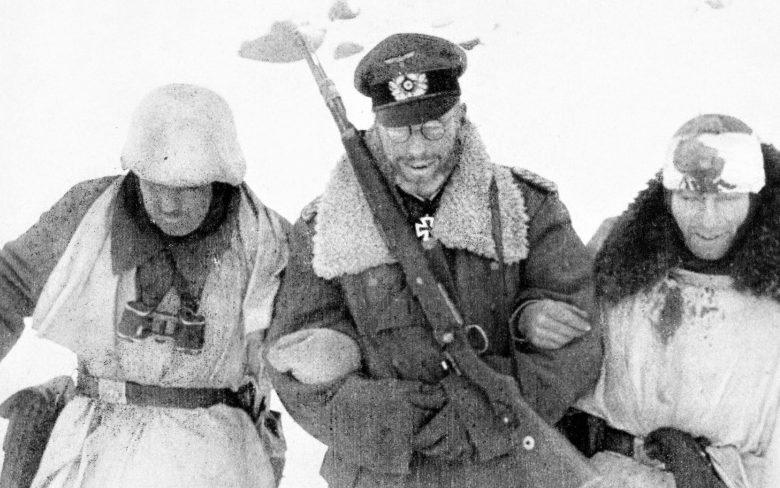 Командир 281-й охранной дивизии генерал-майор Теодор фон Шерер с подчиненными. Январь 1942 г.