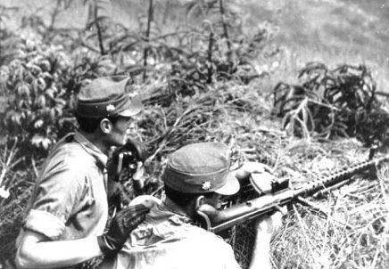 Венгерские горные стрелки с пулеметом в Карпатах. Лето 1944 г.