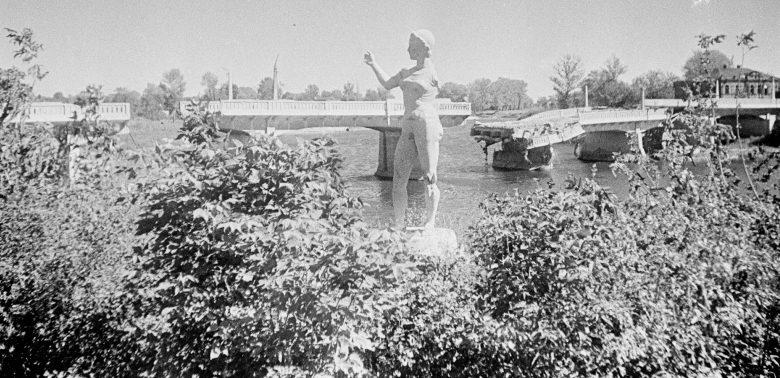 Разрушенный мост. 1943 г.