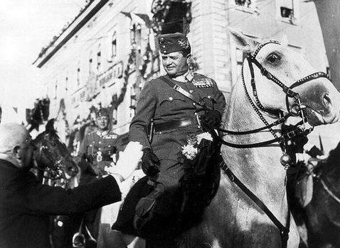Генерал-полковник Вилмос Надь в городе Марамаросцигет. 5 сентября 1940 г.