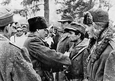 Награждение солдат венгерской дивизии СС «Хуньяди». Октябрь 1944 г.