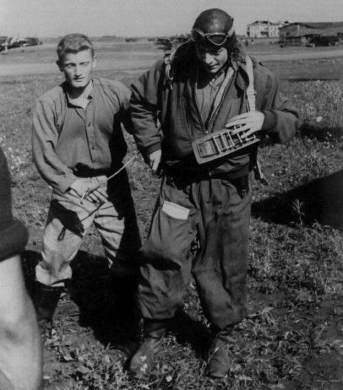 Итальянские пилоты на аэродроме в Сталино. Лето 1942 г.