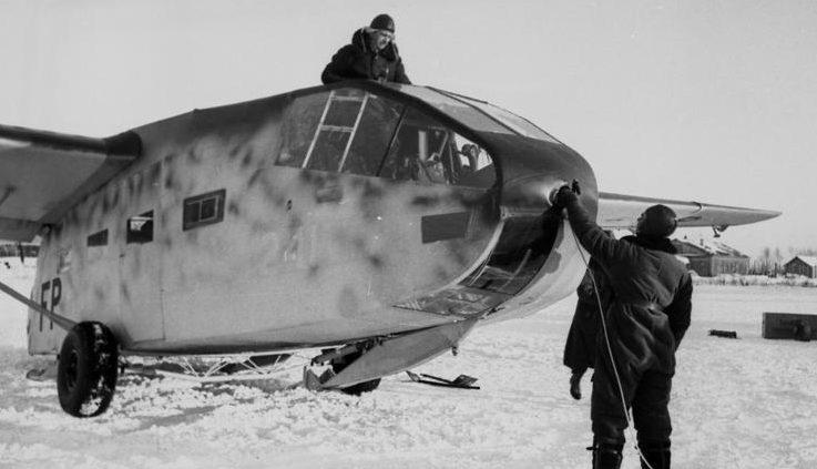 Приземлившийся планер в Холмском «котле». Январь 1942 г.