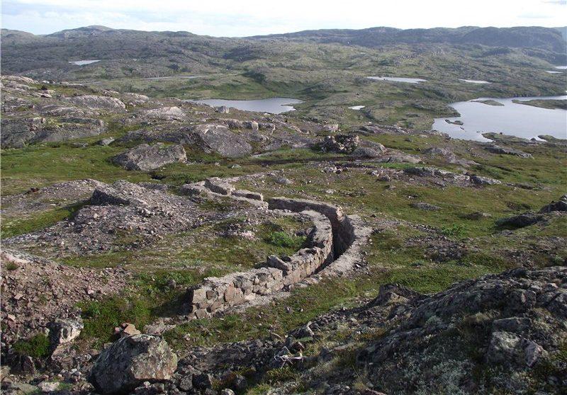 Остаток укреплений на хребте Муста-Тунтури.