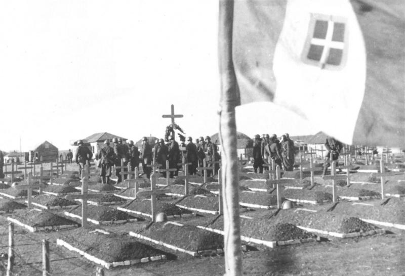 Похороны итальянских солдат в селе Филоново Воронежской области. Сентябрь 1942 г.