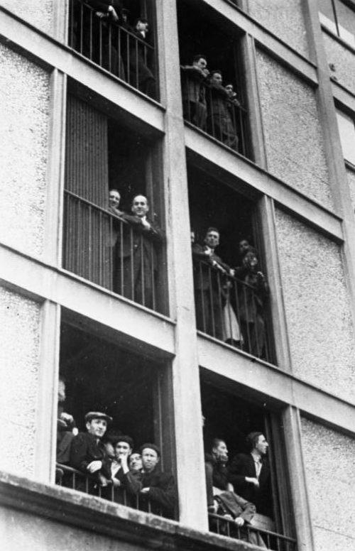 Арестованные иностранные евреи в Париже. Август 1941 г.