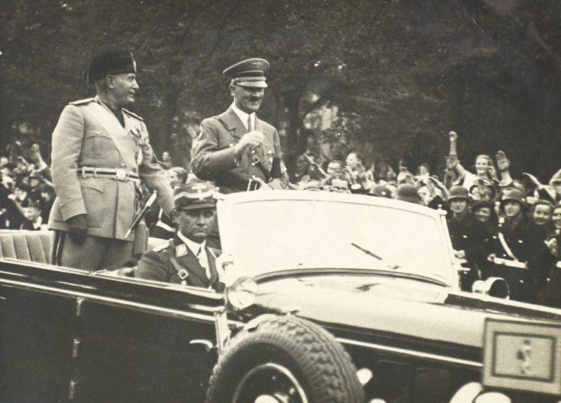 Бенито Муссолини и Адольф Гитлер. Берлин, 1939 г.