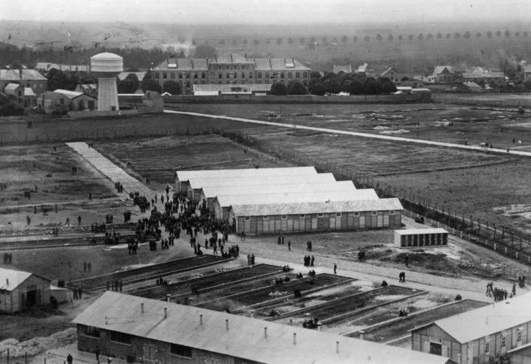 Лагерь для иностранных евреев в департаменте Луаре. Август 1941 г.