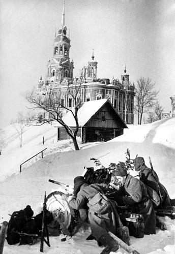 Орудийная позиция у Ново-Никольского собора. 20 января 1942 г.
