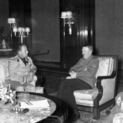 Министр иностранных дел Италии граф Голеаццо Чиано на переговорах с Адольфом Гитлером. 1939 г.