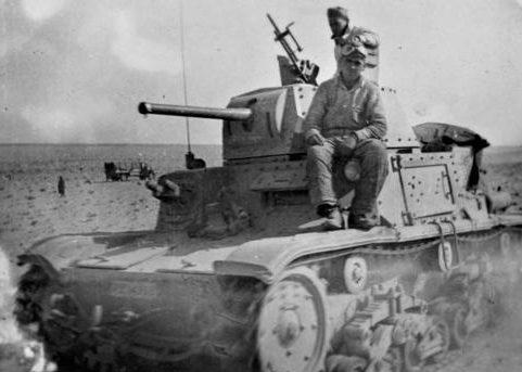 Экипаж танка в ливийской пустыне Северной Африки. 1942 г.