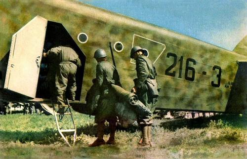Итальянские пехотинцы, направляющиеся в Албанию. Апрель 1939 г.
