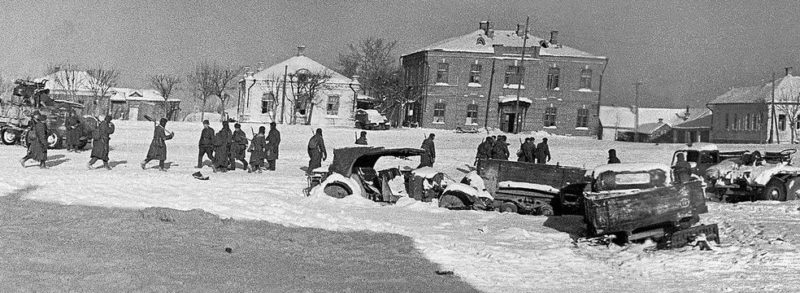 Красная Армия занимает город. 20 января 1942 г.