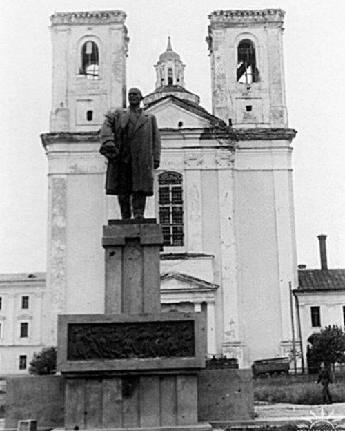 Памятник Ленину. Июль 1941 г.