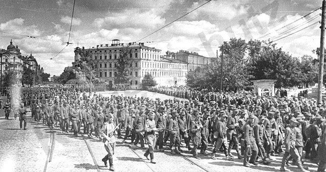 Немцы на Софиевской площади.