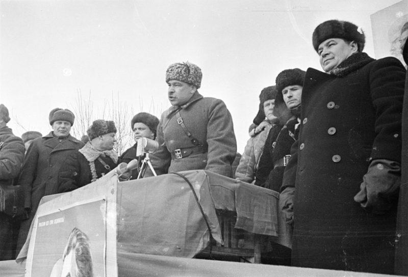 Митинг по случаю освобождения города. Январь 1942 г.