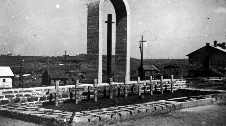 Итальянское кладбище на Шахтерской площади в оккупированном Сталино. 1942 г.
