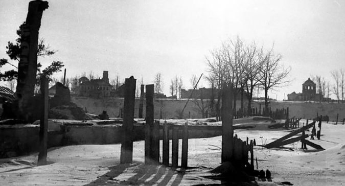 Развалины города. Февраль 1942 г.