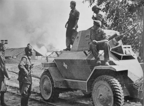 Венгерские солдаты у бронеавтомобиля Csaba. Апрель 1941 г.