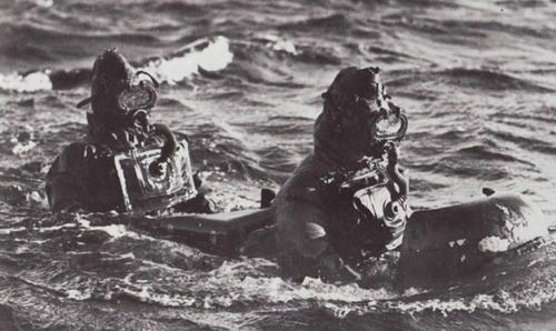 Подводные диверсанты Х-й флотилии Мas на тренировках. 1942 г.