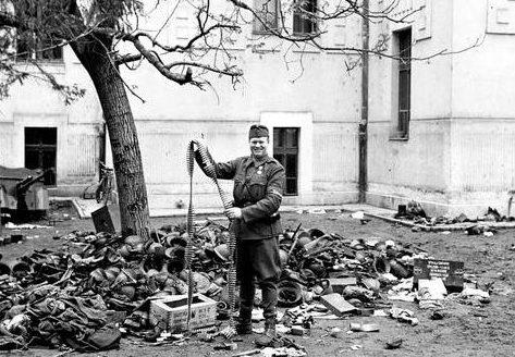 Венгерский солдат в Нови-Сад. Апрель 1941 г.