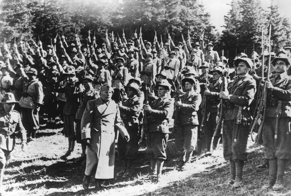 Бенито Муссолини среди горных стрелков. Июнь 1940 г.