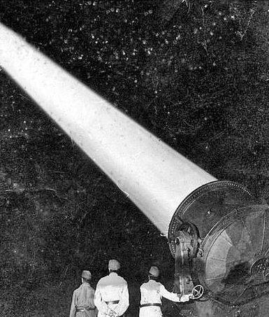 Расчет зенитного прожектора. Будапешт, 1944 г.