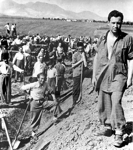 Венгерский трудовой батальон, состоящий преимущественно из евреев. 1944 г.
