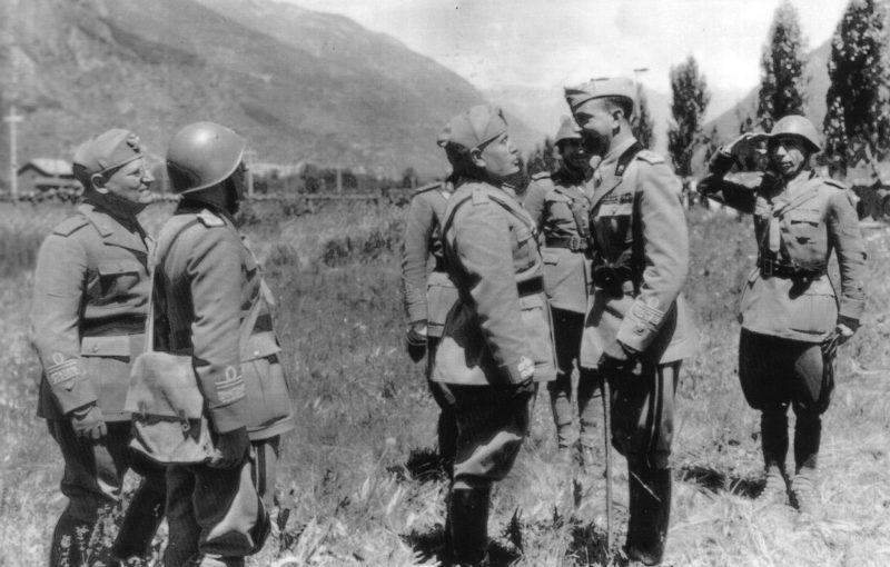 Бенито Муссолини с инспекцией в Альпах. Июнь 1940 г.