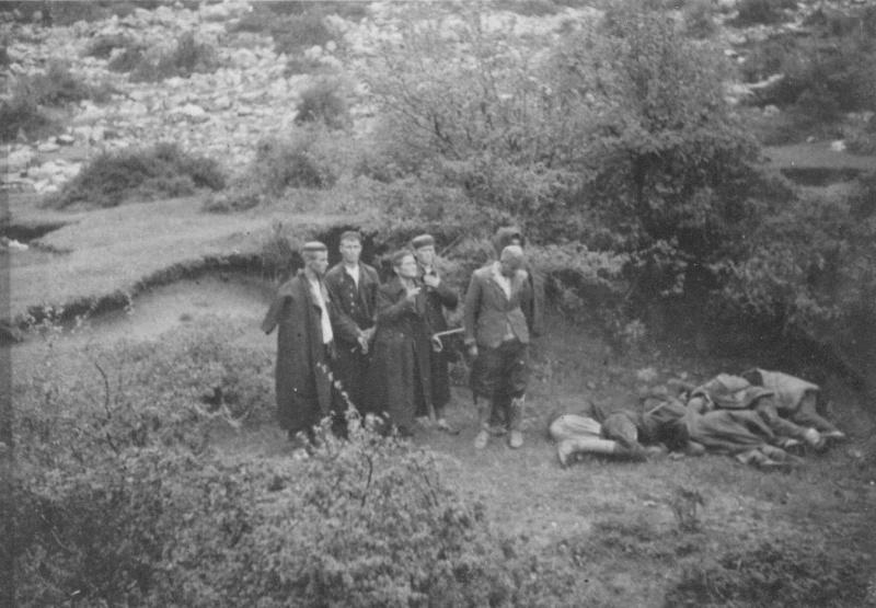 Югославские партизаны во время расстрела итальянцами в районе Грашаца. 1942 г.
