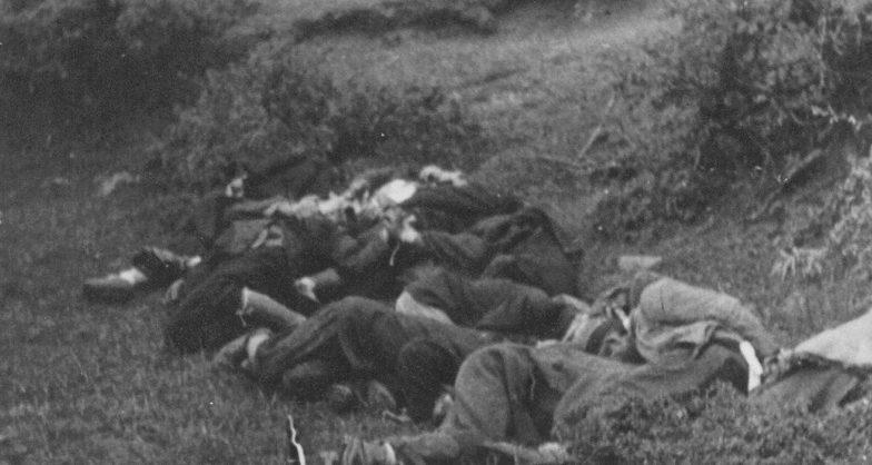 Тела расстрелянных итальянцами югославских партизан. 1942 г.