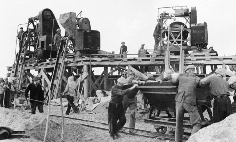 Французы на строительстве Атлантического вала. Август 1942 г.
