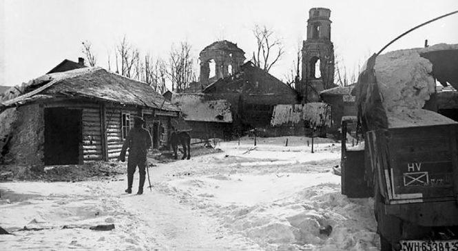 Немецкий КП на задворках Никольской церкви. Март 1942 г.