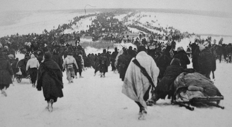 Колонны отступающих итальянских войск под Сталинградом. Январь 1943 г.