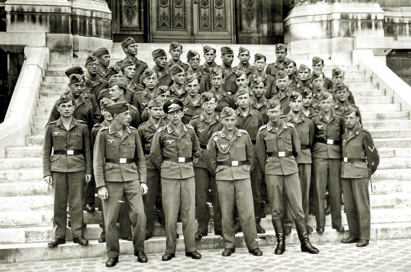 Военнослужащие Люфтваффе в Париже. Август 1942 г.