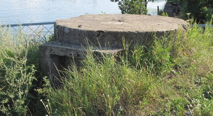 ЖБОТы 2-секционного типа возле ж/д моста г. Выборга.