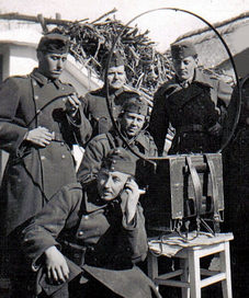 Венгерские солдаты у полевой радиостанции. 1941 г.
