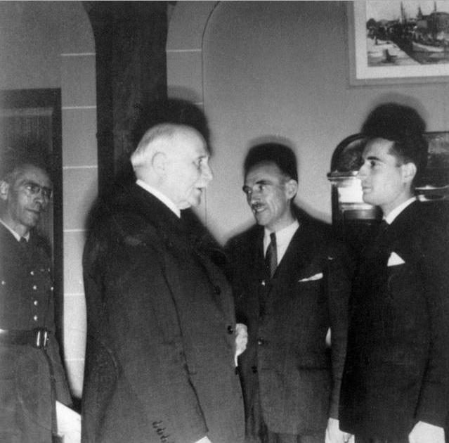Франсуа Миттеран и Марсель Барруа встречаются с маршалом Петэном. Октябрь 1942 г.