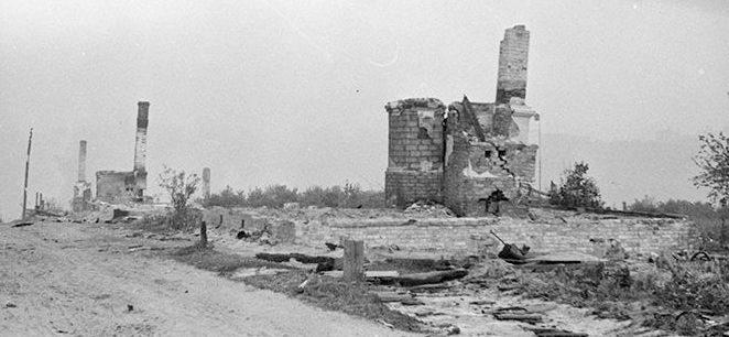 Разрушенный пригород. Июль 1944 г.