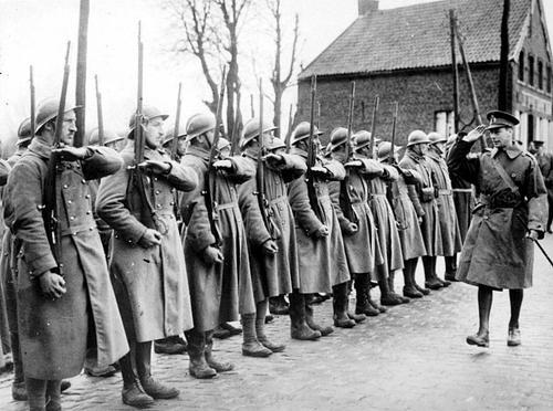 Король Великобритании Георг VI во время инспекции на Западном фронте. Апрель 1940 г.