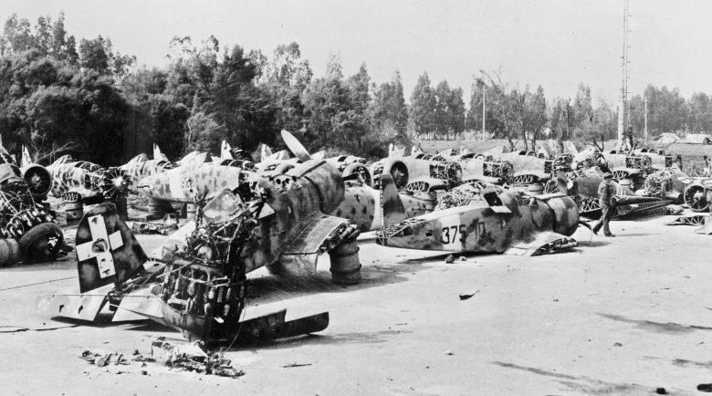 Оставленная итальянская техника в Триполи, Ливия. Лето 1943 года.