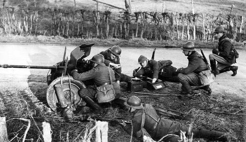 Расчет противотанковой пушки. Франция. Апрель 1940 г.