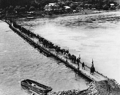 Понтонный мост через реку Днестр на Украине. 1941 г.