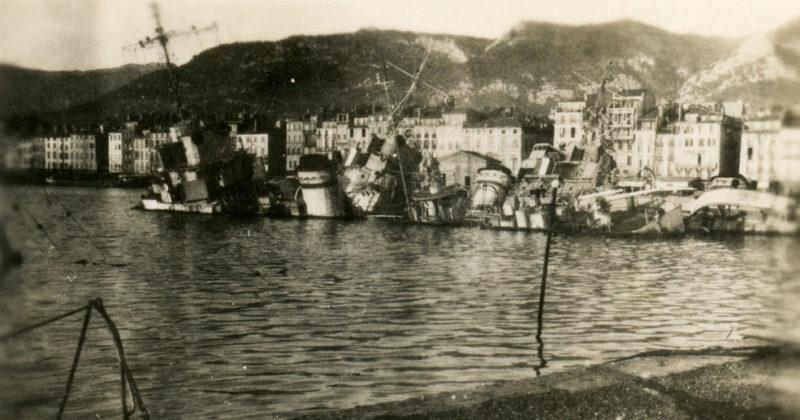 Затопленный французский флот в Тулоне. Ноябрь 1942 г.