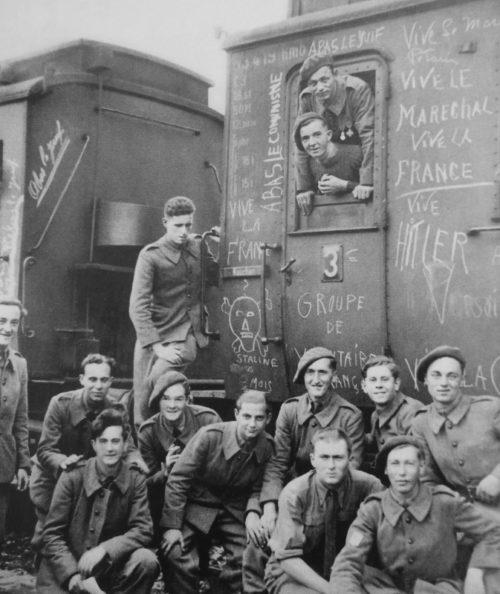 Солдаты «Легиона французских добровольцев против большевизма» в Версале. Ноябрь 1942 г.